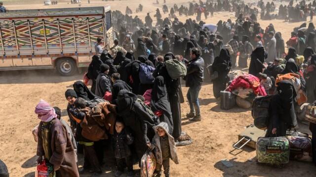 Ultimii jihadişti ISIS, printre care copii şi invalizi, dau bătălia finală. GALERIE FOTO - Imaginea 2