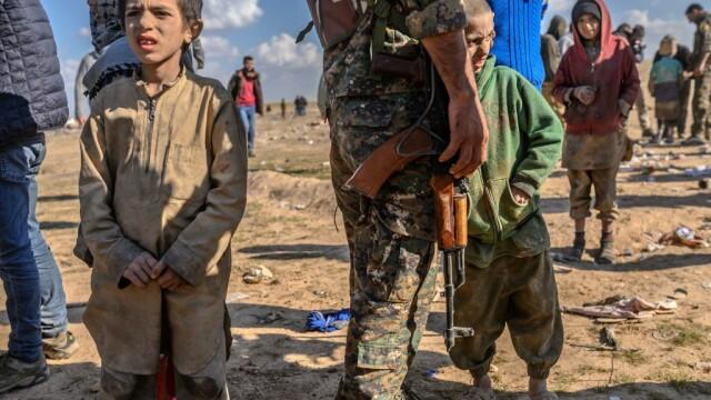 Ultimii jihadişti ISIS, printre care copii şi invalizi, dau bătălia finală. GALERIE FOTO - Imaginea 3