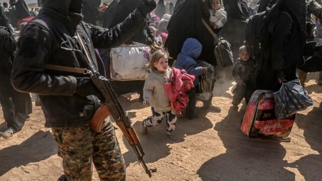 Ultimii jihadişti ISIS, printre care copii şi invalizi, dau bătălia finală. GALERIE FOTO - Imaginea 6