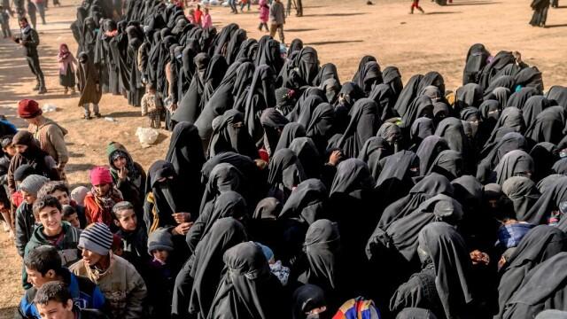 Ultimii jihadişti ISIS, printre care copii şi invalizi, dau bătălia finală. GALERIE FOTO - Imaginea 7