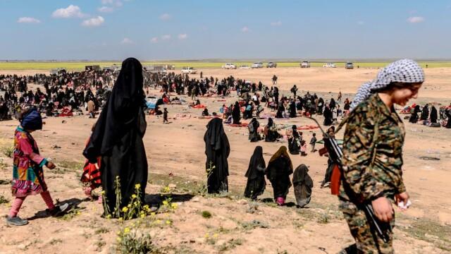 Ultimii jihadişti ISIS, printre care copii şi invalizi, dau bătălia finală. GALERIE FOTO - Imaginea 9