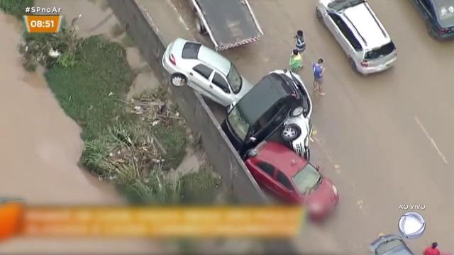 11 morți în urma unor inundații puternice în Brazilia. A plouat într-o zi cât într-o lună