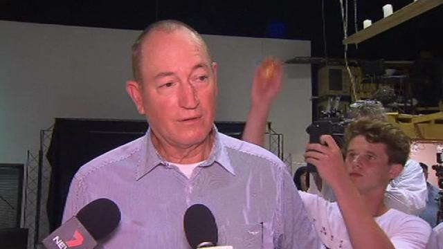 Momentul în care un senator australian lovește un copil care l-a atacat cu ouă. VIDEO