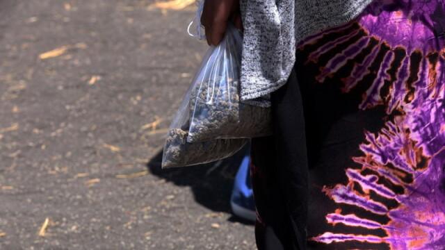 Funeraliile victimelor tragediei din Etiopia. Ce au pus de fapt rudele în sicrie - Imaginea 3