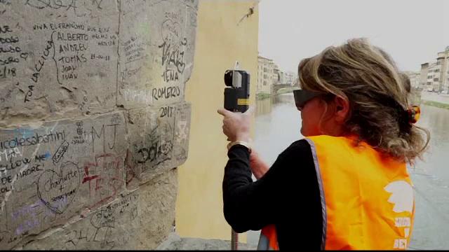 Metoda de ultimă generație pentru curățarea obiectivelor turistice de graffiti - Imaginea 1