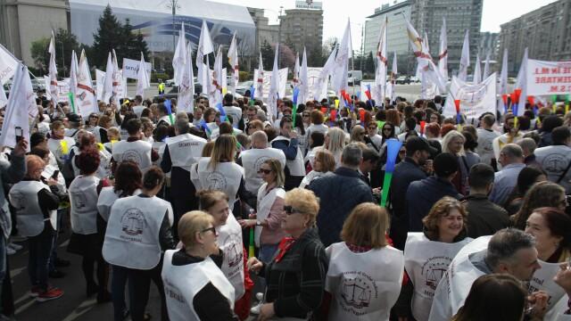 """Peste 1.500 de grefieri au protestat în Capitală. """"Suntem nemulțumiți de Legile Justiției"""" - Imaginea 1"""