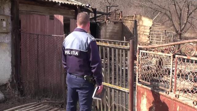O adolescentă din Bacău și-a înjunghiat mama. După incident, fata a fugit de acasă