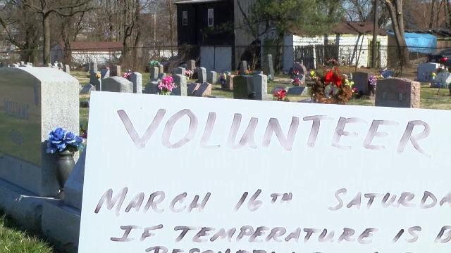 A furat din cimitir diverse obiecte lăsate de rude