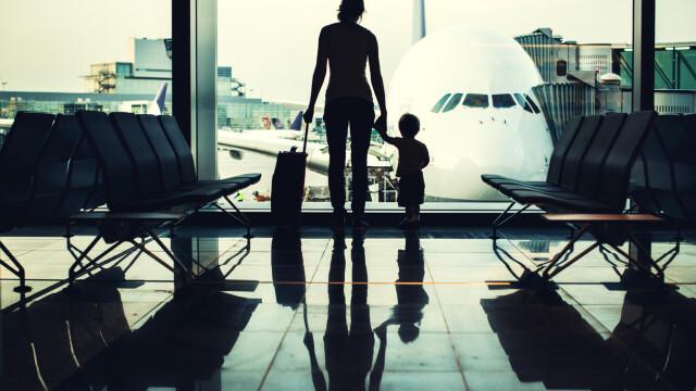 Un copil a murit după ce a început să strănute pe aeroport. Explicația medicilor