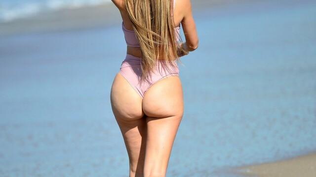Vedeta care a atras toate privirile pe plajă. În tinerețe, a jucat în filme pentru adulți - Imaginea 3