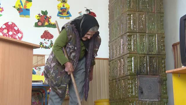 Bătrâna care lucra la 83 ani la o grădiniță a fost concediată, după ce a apărut la TV - Imaginea 2