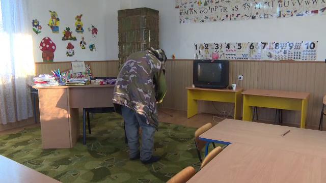 La 83 de ani, bunica Sofia lucrează la grădiniță. Câți bani primește pe lună - Imaginea 3
