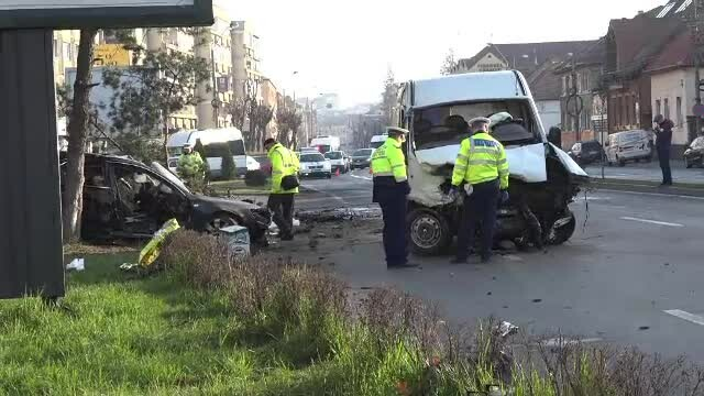Tragedie în Târgu Mureș. Doi șoferi au murit după ce s-au ciocnit cu mașinile
