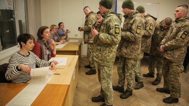 Alegeri prezidențiale în Ucraina. Un actor fără experiență politică a câștigat prima rundă - Imaginea 7