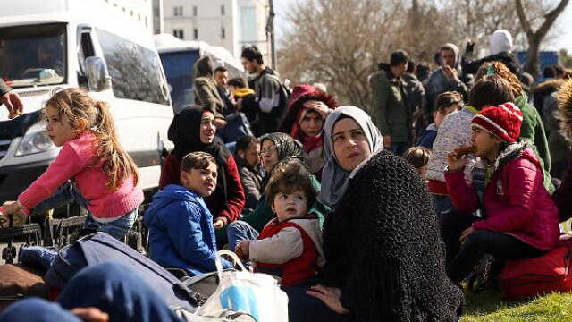 """Erdogan ameninţă UE cu """"milioane"""" de migranţi. Grecia solicită sprijin rapid - Imaginea 8"""