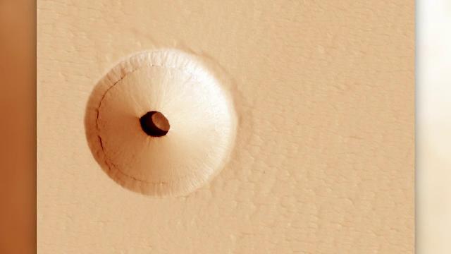 Gaură misterioasă descoperită pe Marte. Ce ascunde