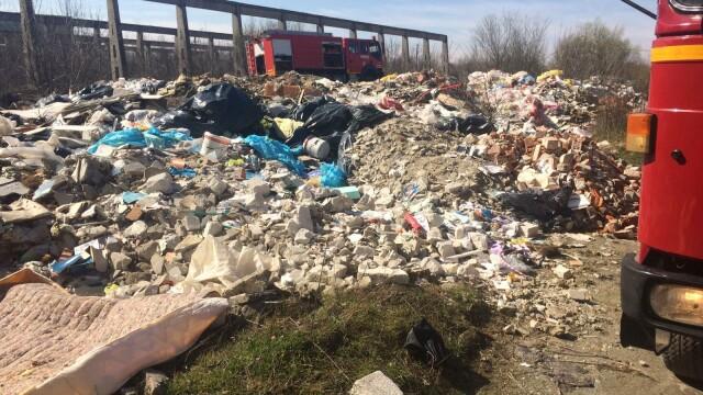 Nou episod de poluare în București. Au ars gunoaie depozitate ilegal - Imaginea 2