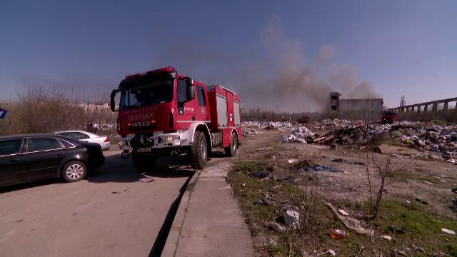Nou episod de poluare în București. Au ars gunoaie depozitate ilegal - Imaginea 7