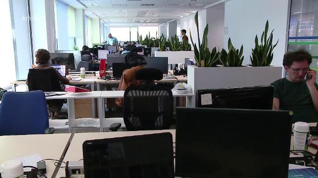Tinerii migrează de la un job la altul după cel mult un an. Ce măsuri iau companiile