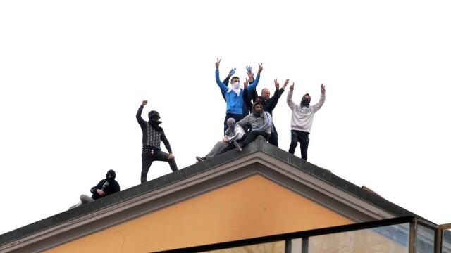 Revolte în închisorile din Italia din cauza coronavirusului: gardieni luați ostatici și 6 morți - Imaginea 5