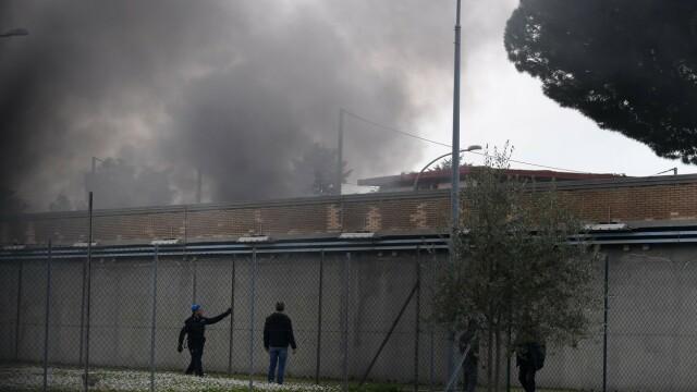 Revolte în închisorile din Italia din cauza coronavirusului: gardieni luați ostatici și 6 morți - Imaginea 6