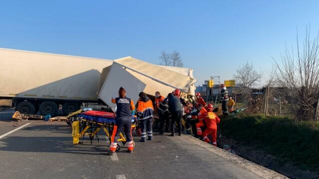 Accident grav în localitatea Popești. Patru persoane rănite - Imaginea 5