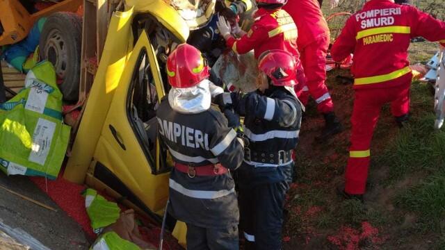 Accident grav în localitatea Popești. Patru persoane rănite - Imaginea 1