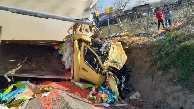 Accident grav în localitatea Popești. Patru persoane rănite - Imaginea 3