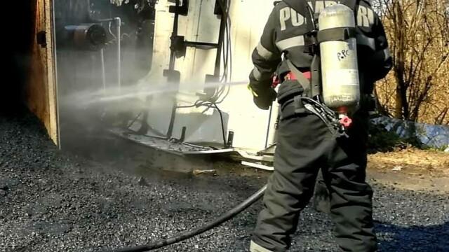 Accident in Arad, după ce un camion cu bitum fierbinte s-a răsturnat - 1