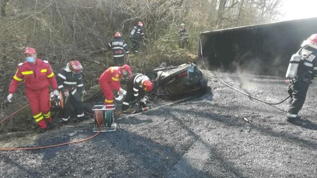 Accident in Arad, după ce un camion cu bitum fierbinte s-a răsturnat - 2