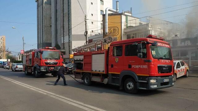 Incendiu la un fast-food din Galați. Focul a pornit de la grătarul din interior - Imaginea 1