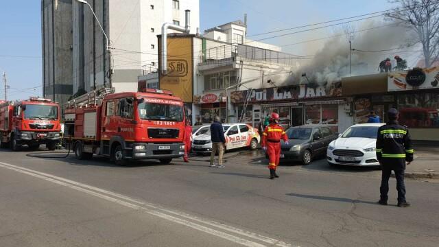 Incendiu la un fast-food din Galați. Focul a pornit de la grătarul din interior - Imaginea 2
