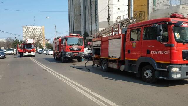 Incendiu la un fast-food din Galați. Focul a pornit de la grătarul din interior - Imaginea 3