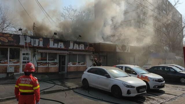 Incendiu la un fast-food din Galați. Focul a pornit de la grătarul din interior - Imaginea 5