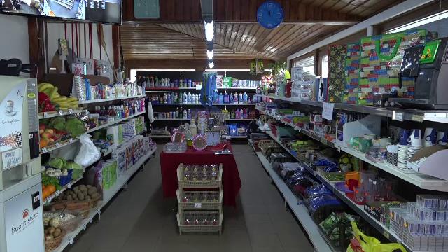 Magazinele de la colțul blocului riscă să dispară. Soluțiile găsite de vânzători ca să supraviețuiască