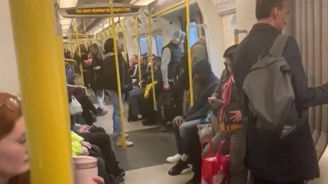 Oamenii iau cu asalt metroul, în ciuda restricțiilor