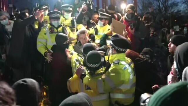Poliția londoneză criticată după violențele împotriva manifestanților care cereau dreptate pentru tânăra ucisă de un polițist