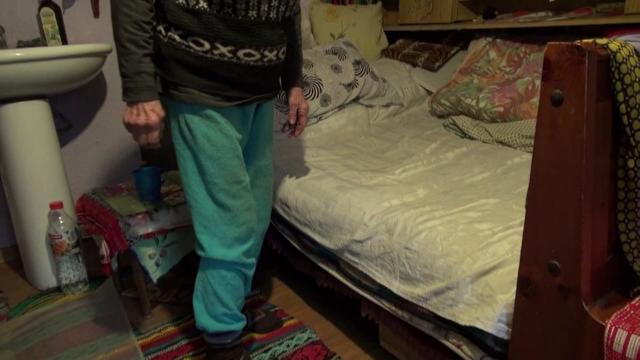 Un tânăr din Bacău a încălcat măsura arestului la domiciliu și este bănuit că a violat o femeie de 86 de ani