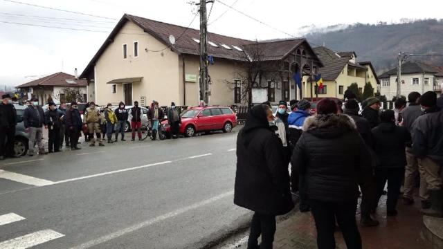 Protest într-o comună din Bistrița-Năsăud. Localnicii sunt nemulțumiți de costurile ridicate pentru apă