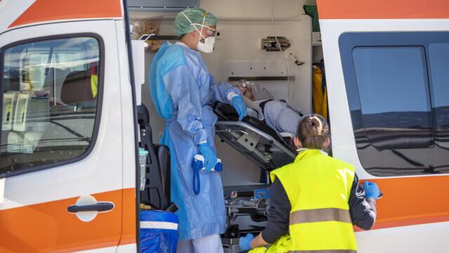 Un pacient a fost transferat de la un spital la altul, fără degetul amputat. Asistenta a uitat să ia recipientul