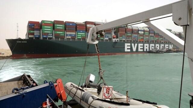 Nava care a blocat Canalul Suez a fost adusă în poziția corectă. Traficul maritim poate fi reluat
