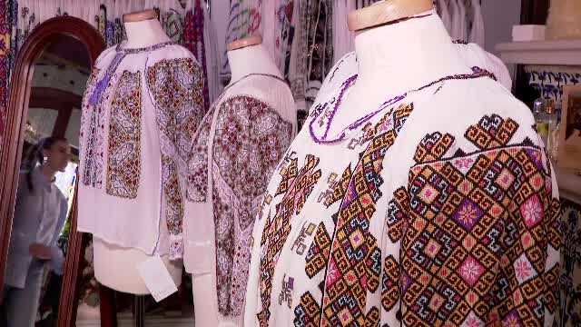 Ia românească, cămașa cu altiță, ar putea fi introdusă în patrimoniul mondial. UNESCO va decide