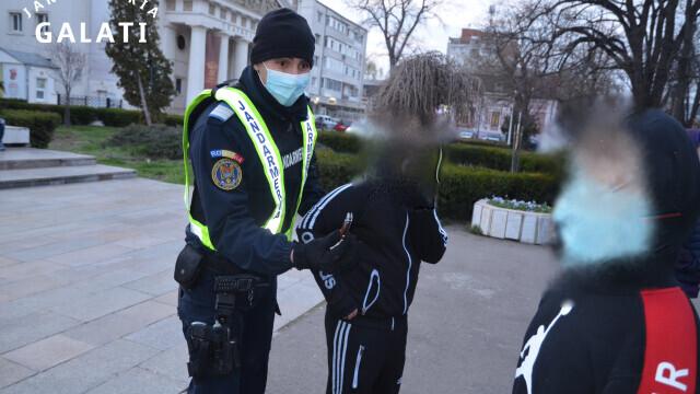 FOTO. Ce au găsit jandarmii la protestatarii din Galați: cuțite și arme de luptă corp la corp - Imaginea 4