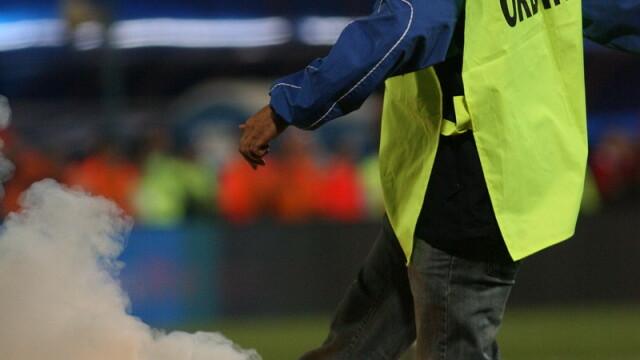 Derbiul Steaua-Dinamo - plictiseala pe teren, mare agitatie in tribune - Imaginea 5