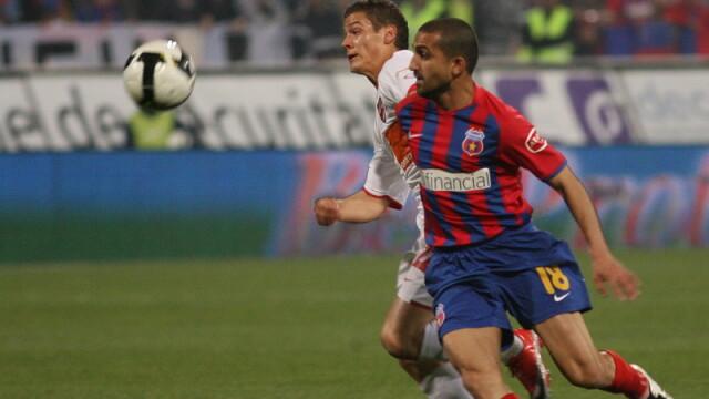 Derbiul Steaua-Dinamo - plictiseala pe teren, mare agitatie in tribune - Imaginea 6
