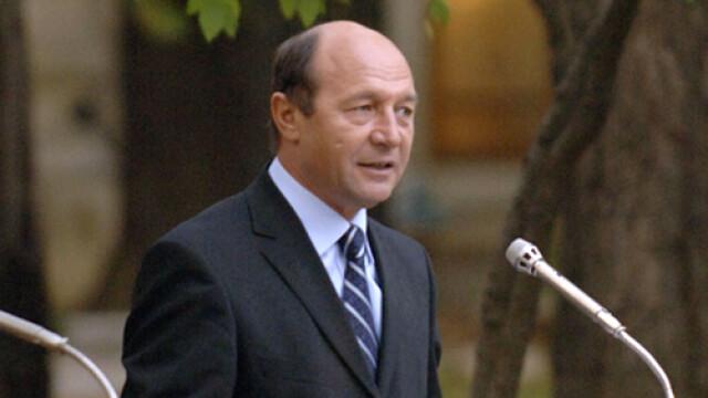 Basescu: Riscam sa devenim un popor de asistati social