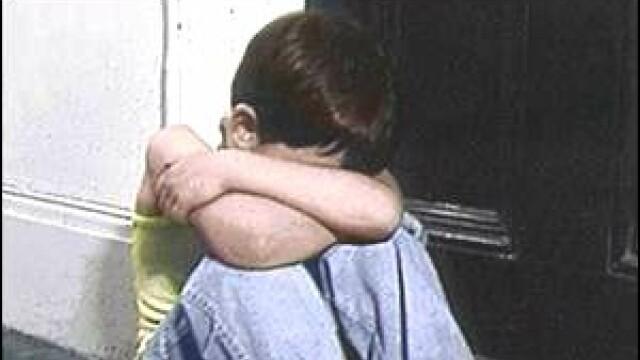 Un copil de 8 ani si-a impuscat fratiorul in cap, din greseala