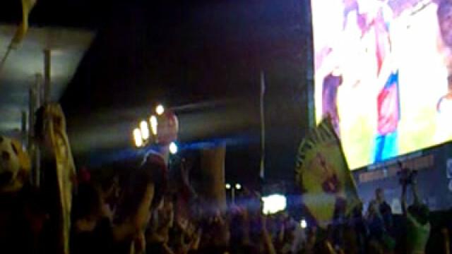 Delir pe strazile din Barcelona! Romanii din Spania au tinut cu Messi! - Imaginea 2