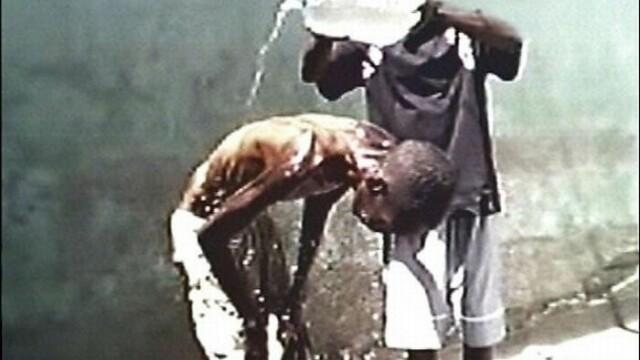 Imagini tulburatoare! Ororile inchisorilor din Zimbabwe - Imaginea 3