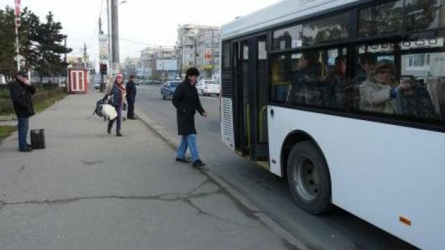 Panica in Galati. Pasagerii unui autobuz de transport in comun au coborat speriati, in urma unui incendiu